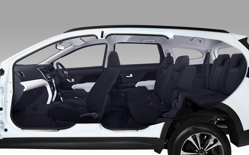 Interior Daihatsu Terios tampak lega sehingga penumpang bisa mendapatkan posisi duduk yang nyaman