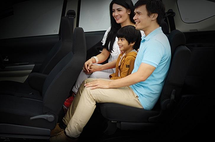 Interior Daihatsu Sigra dihiasi dengan fitur-fitur lengkap yang siap menghibur Anda dan keluarga