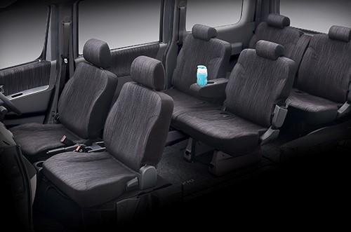 Gambar ruang kabin mobil Daihatsu Luxio dengan sebuah ruang yang cukup besar