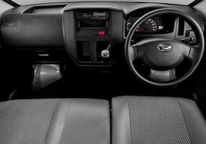Interior Daihatsu Gran Max Pick Up menyediakan segala hal praktis yang memudahkan pengendara menaruh barang bawaannya