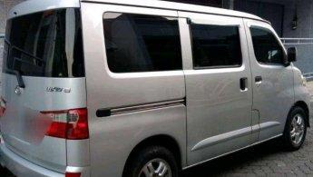 Jual Daihatsu Luxio D 2011