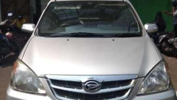 Jual mobil bekas Daihatsu Xenia Li DELUXE 2011