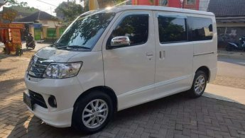 Jual Mobil Daihatsu Luxio X 2015