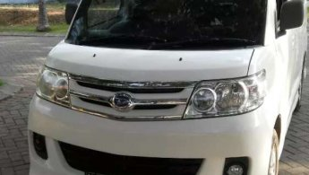 Jual mobil Daihatsu Luxio X 2013 bekas di Jawa Timur