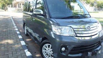 Jual mobil Daihatsu Luxio X 2014 bekas di Jawa Timur