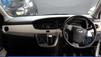 [  ] Daihatsu Sigra 1.2 R Bensin M/T 2018 Silver Low Kilometer