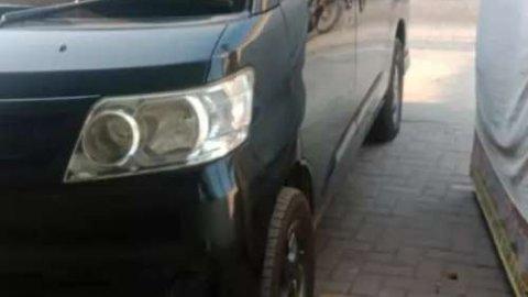 Jual mobil Daihatsu Luxio D 2012