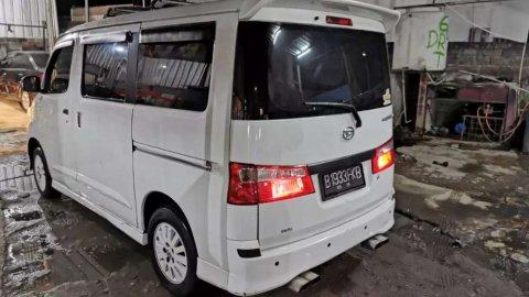 Daihatsu Luxio X 2012