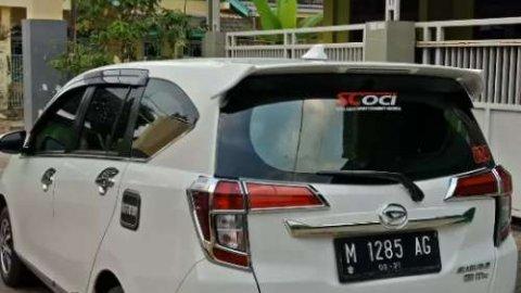 Jual mobil Daihatsu Sigra 1.2 R 2019 terbaik di Jawa Timur
